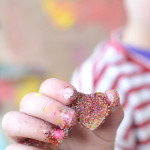 Making handmade toys with your whole family and a lot of glitter!