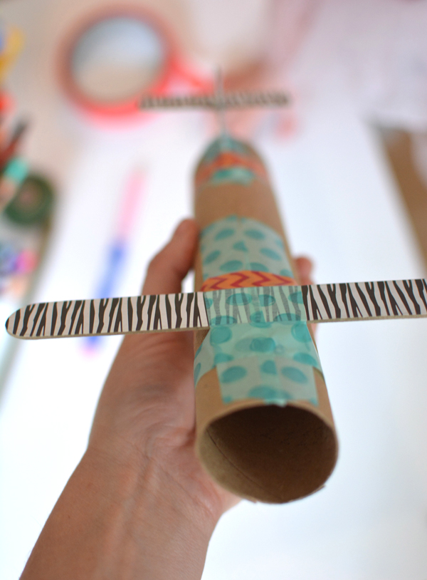 Make an awesome zip line for kids - great STEAM activity you can do with your whole family indoors or outdoors