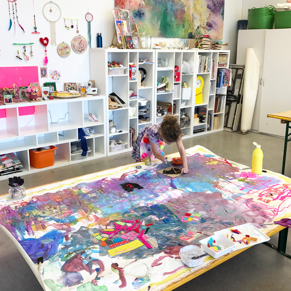 How to make large scale collaborative murals with kids